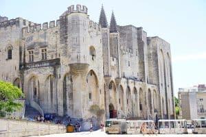 Autre lieux historique bien connu, le palais des pape d'avignon